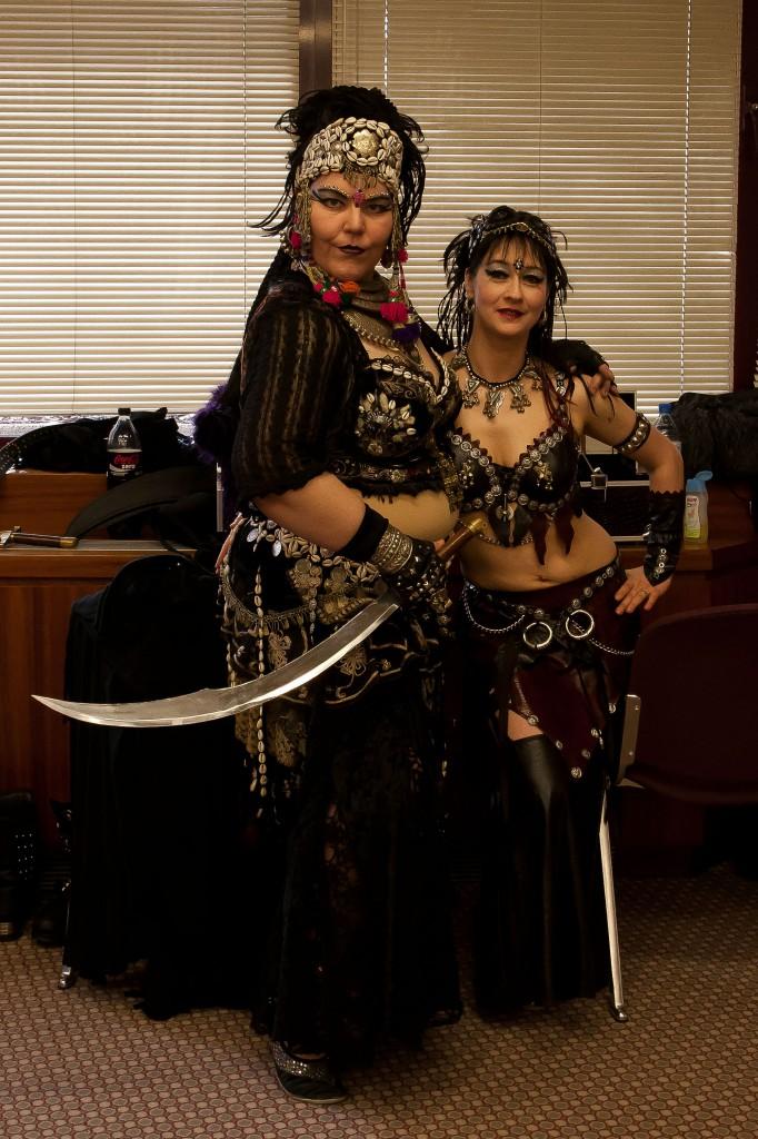 Nourani Gamal und Shalimar Sherif, sonst als Fantasia Orientalica unterwegs, tanzten im Rahmenprogramm zwei sehr schöne Tribalfusion-Soli.