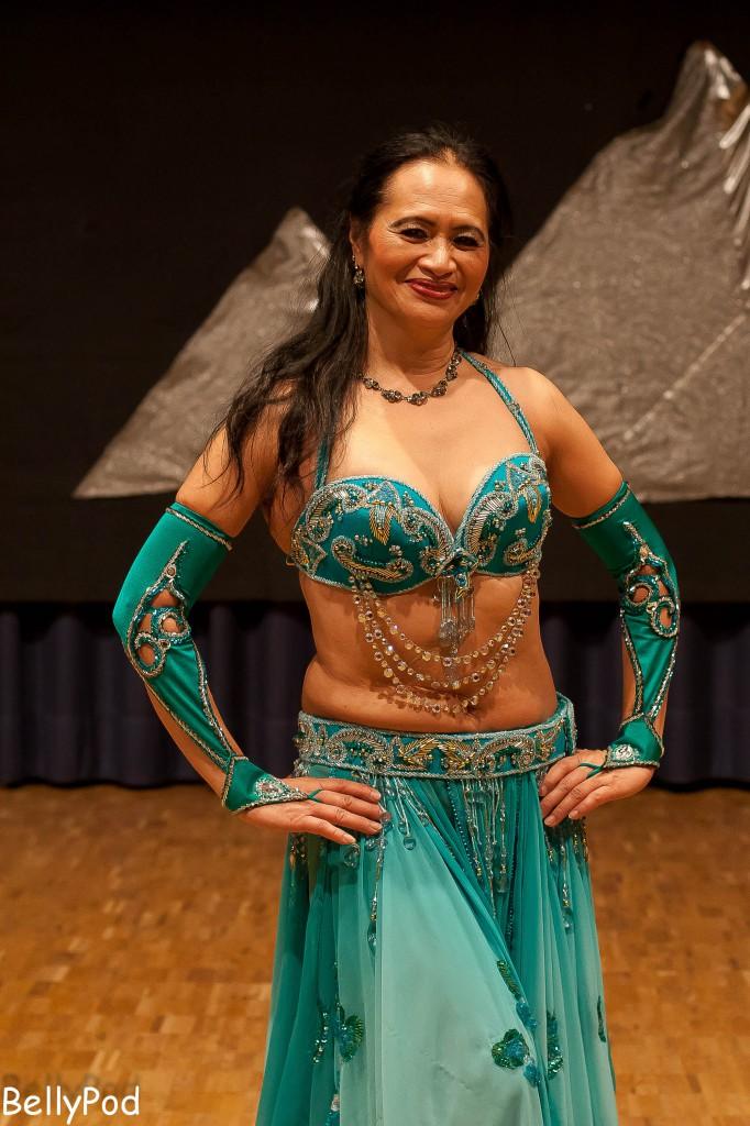 Manis Sjahroeddin ist bekannt für ihre eindrucksvollen Choreografien, in denen sie gerne verschiedene Stile miteinander mixt.