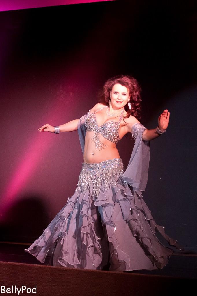 """Angelina von der """"Orient Academy"""" heizte das Publikum so richtig schön ein mit einem fetzigen Stück."""