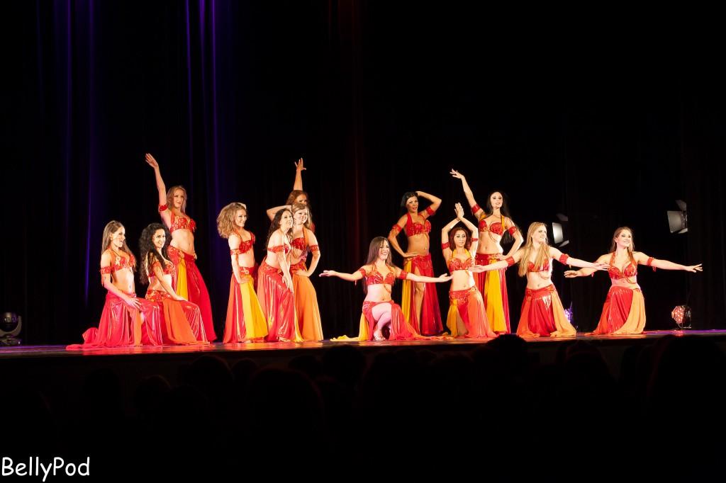 """Mitreißend und virtuos zeigten die Tänzerinnen zum Schluss in der Szene """"Yallah"""" noch einmal ihr ganzes Können."""