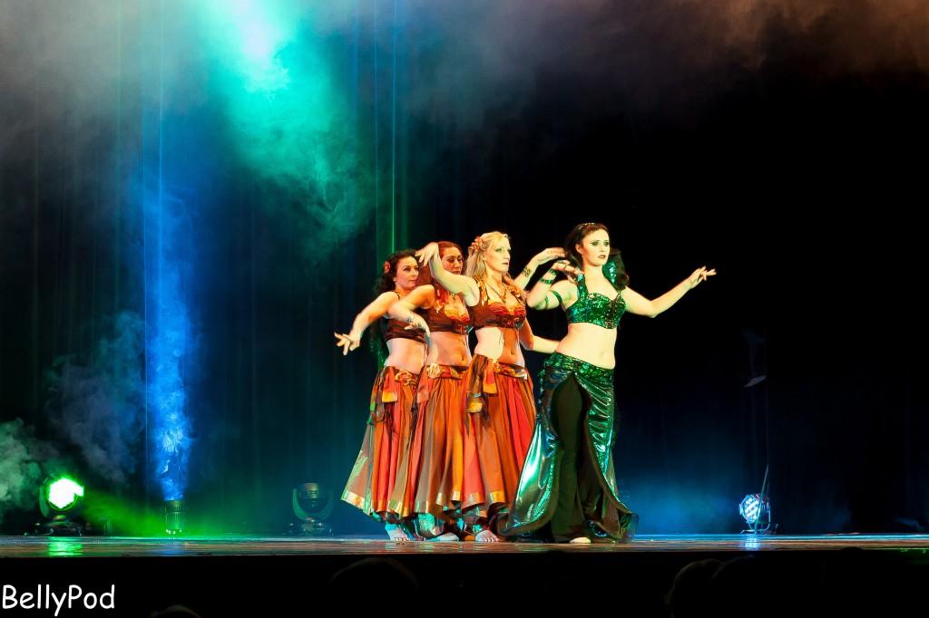 """Eliana und das Corps de Ballett bei der Show """"A Glance on Dance"""" 2013."""