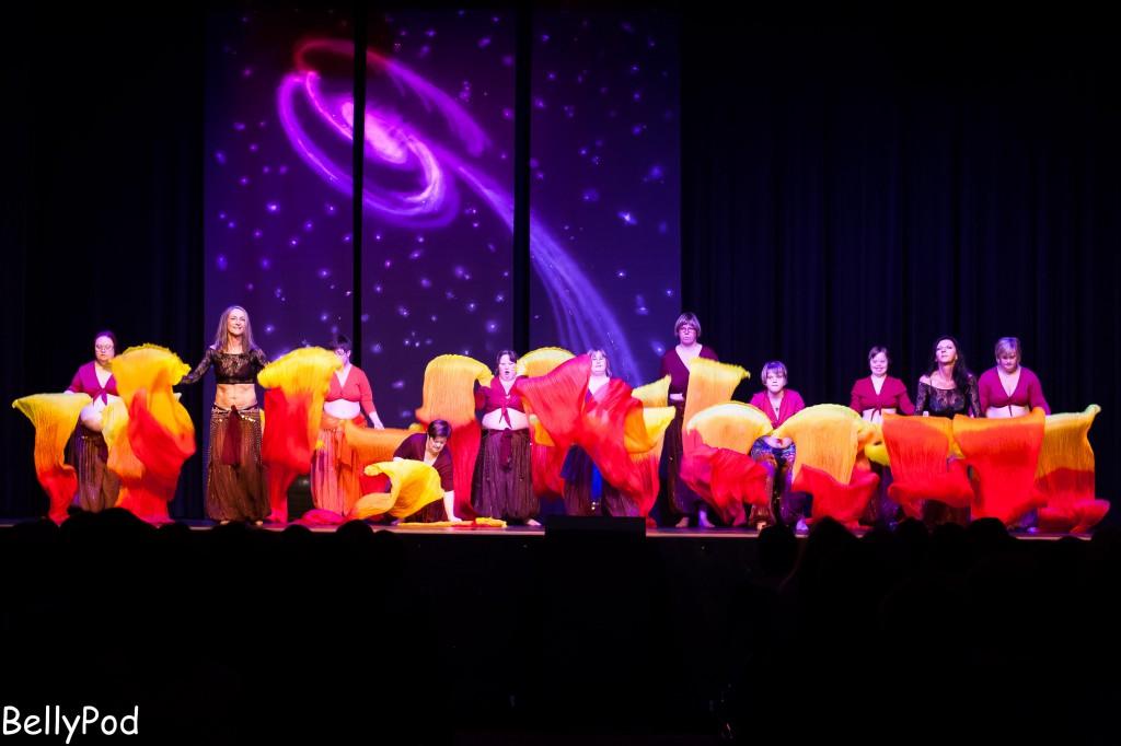 """Beeindruckt hat die Gruppe """"Sandrosen"""", Tänzerinnen mit Behinderungen, die mit unglaublich viel Freude mit ihren Trainerinnen auf der Bühne standen."""