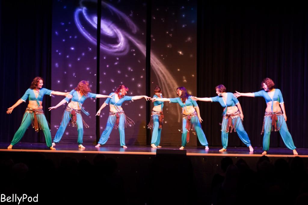 """Die Gruppe Munira mit """"Schüttel deinen Speck"""", einer moderne Pop-Choreografie."""