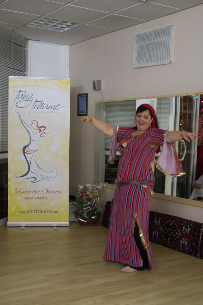 """Dahab Sahar tanzt auf der Eröffnung ihres eigenen Studios """"Tanzträume"""" in Bammental."""