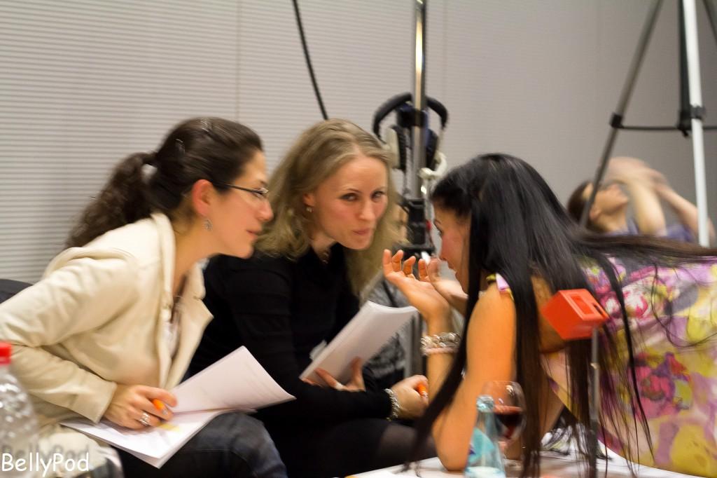 Die drei Prüferinnen, Lorena Galeano, Inci und Djamila bei der Arbeit.