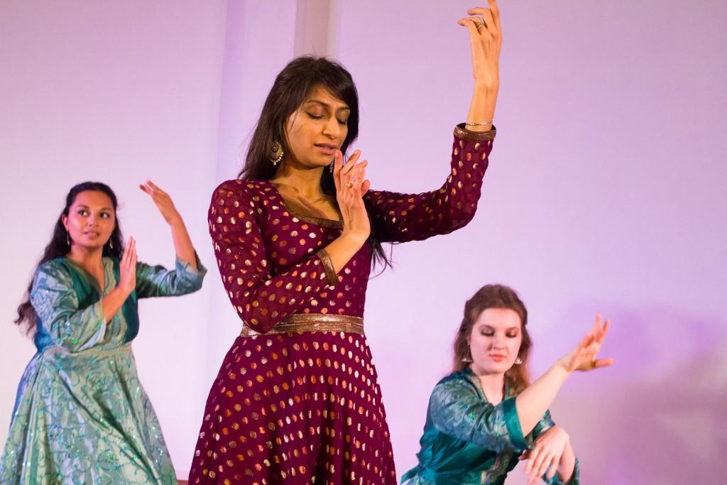 Shibani Deshmuk und ihre Gruppe Bollywood-Tanz im OTpur gehörten zu der großen Zahl an Tänzer/innen, die uns Prüflinge im Rahmenprogramm unterstützten.