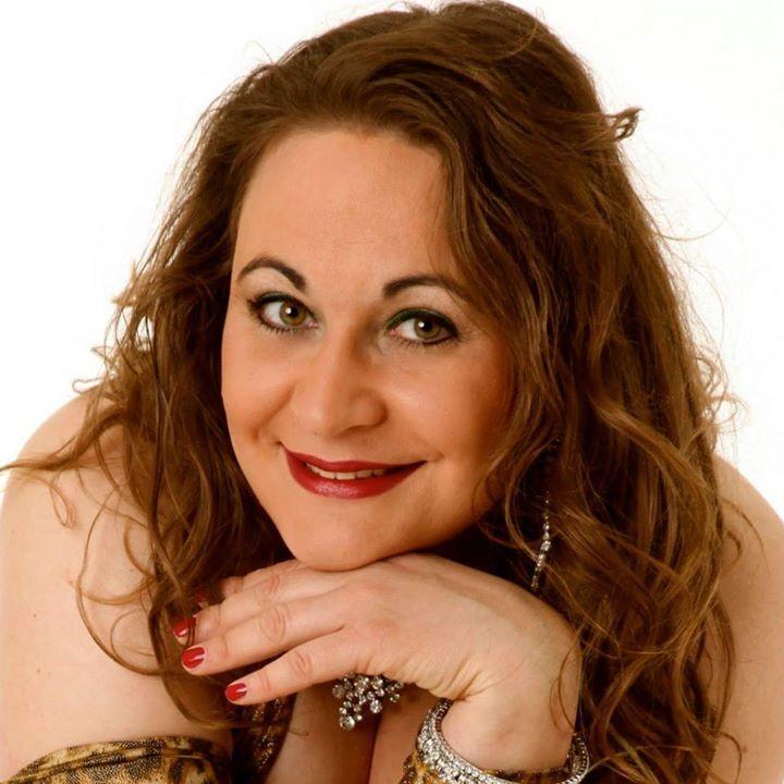 Shazadi Simone Paulyn - Tänzerin, Physiotherapeutin und Buchautorin.