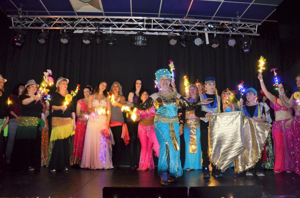 """Viele Tänzerinnen von nah und fern tanzten bei Suleikas letztem """"Varieté Oriental""""."""
